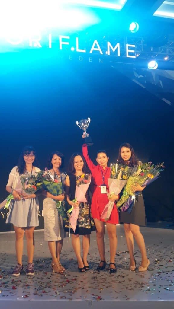 Ngọc Thúy Group được vinh danh Vô địch tuyển dụng Oriflame 2015